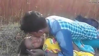 Indian Desi Lovers Have Outdoor Sex In The Jungle