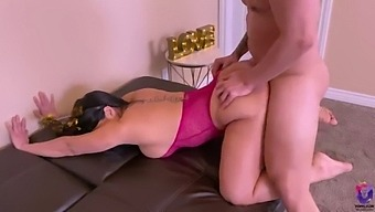 Amateur Thick Ass Milf Welcome The New Year Getting A Rough Fuck From Her Boss