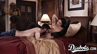 Gorgeous Stepmom Gets Her Juicy Pussy Filled With Cum