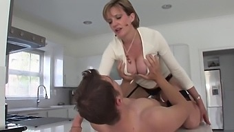 Nice Fuck Before Work With Milf---