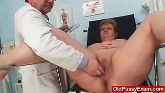 Well-Endowed Gran Vilma Old Pussy Deep Inspection