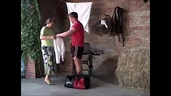 Old Granny Screams Loudly While Fucking And Fisting 480p